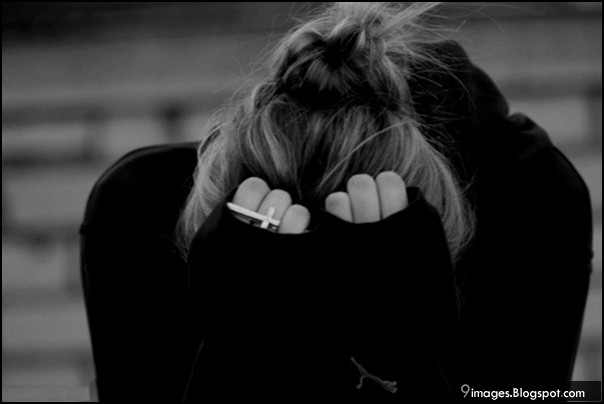 sad-crying-girl-alone-black-and-white